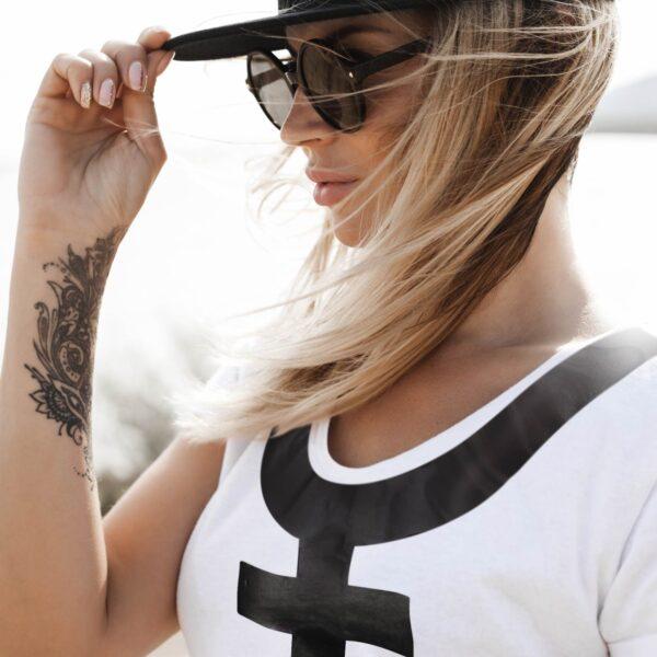 wow woman t-shirt white